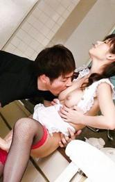 美巨乳吉川萌ちゃんが裸エプロンで立ちバックで生ハメ。バックでキッチンをハイハイプレイから、中出しファック!