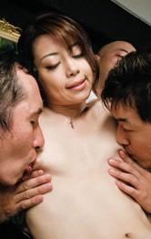美痴女北条麻妃さんがセクシーなブラ&パンティで誘惑。顔騎&Wフェラから生ハメ!会議室は怒涛の輪姦プレイ!