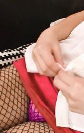 青木莉子ちゃんが自画撮りオナニー。モニターに映し出される自分の映像に盛り上がって、手マン&ローターオナニーで喘ぎまくる。